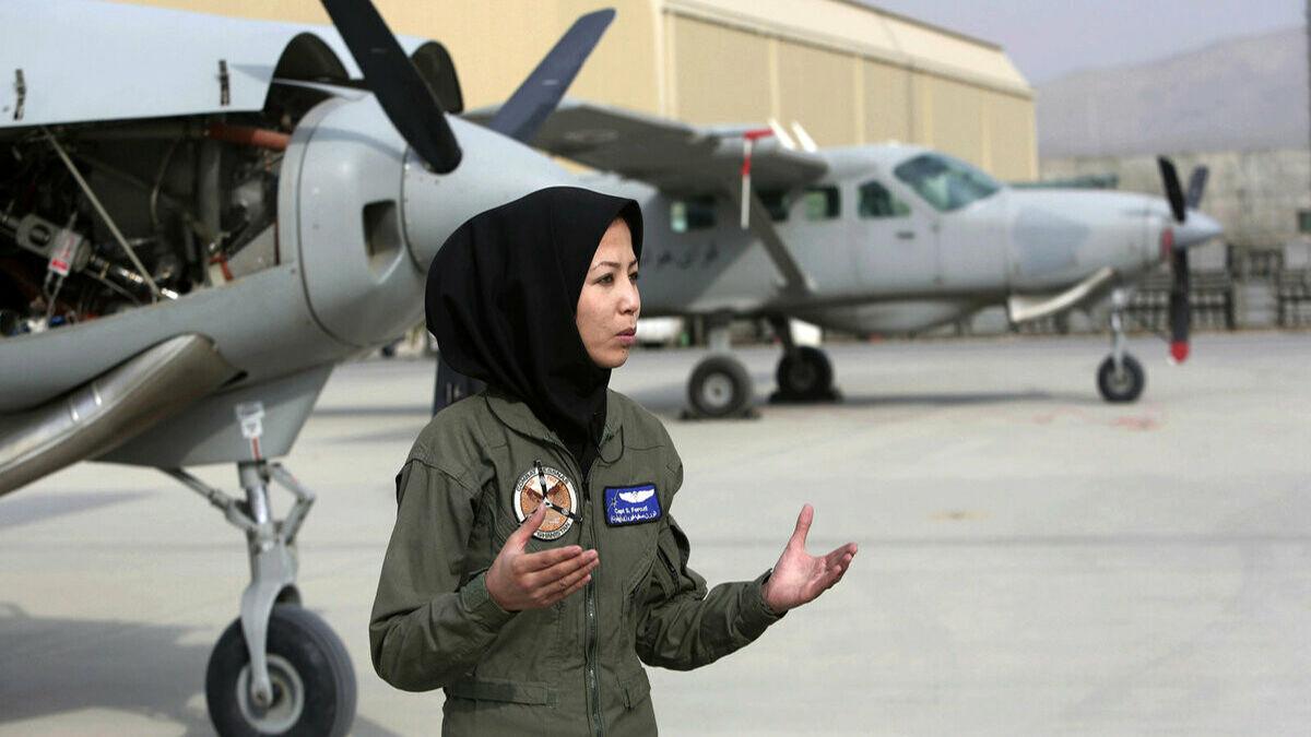 خلبان زن افغانستانی سنگسار شد!
